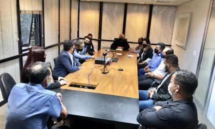 Carlin leva solicitações ao vice-governador de minas